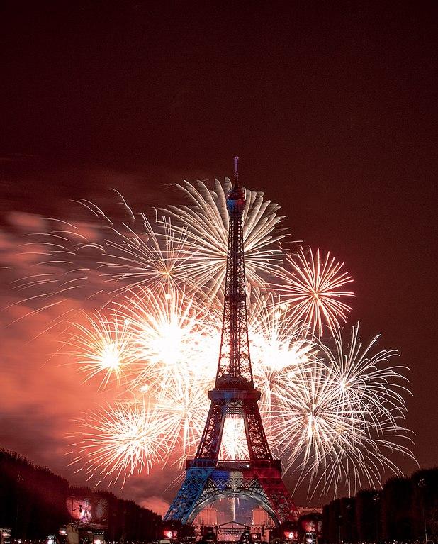 14 juillet - Fête nationale - France - Paris - Feu d'artifices - Foule - Tour Eiffel - SchoolMouv - Géographie - CM1