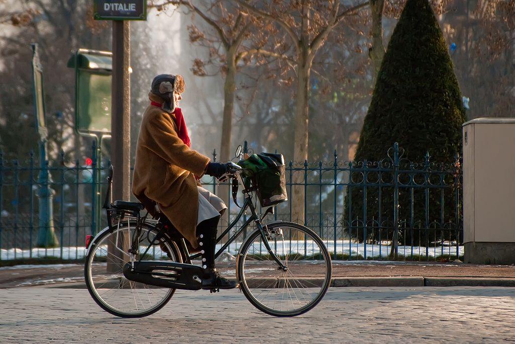 Cycliste - Vélo - Hiver - Neige - Froid - Pédaler - Paris - SchoolMouv - Géographie - CM2