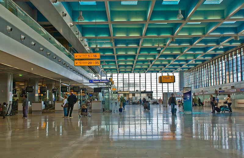 Aéroport - Hall - Enregistrement - Marseille - Avion - SchoolMouv - Géographie - CM2