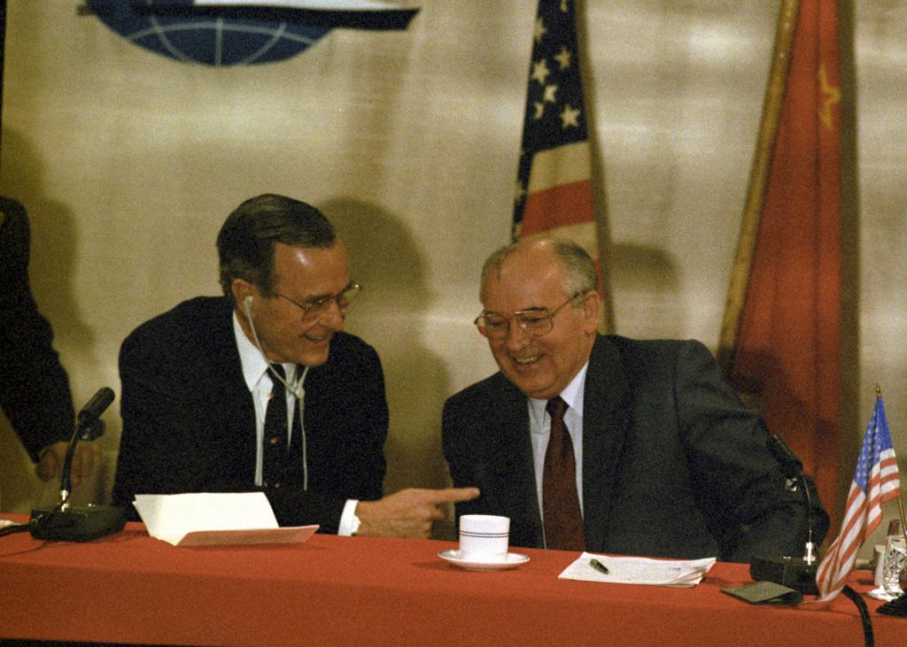 George Bush - Sommet de Malte - Mikhail Gorbatchev - Histoire - Terminale - SchoolMouv